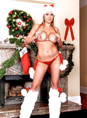 Hot babe in sexy x-mas lingerie demonstrates yummy assets