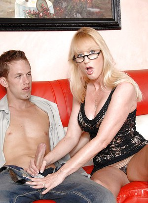 Mature seductress in glasses Bethany Sweet got her cunt shafted