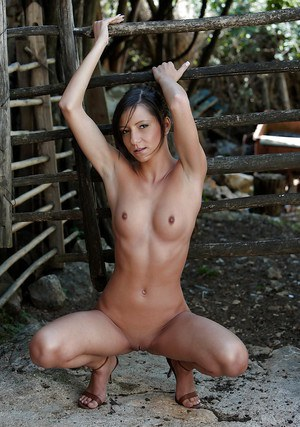 Brunette babe pornstar with small tits makes amazing shots outdoor