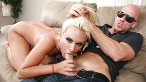 Blonde MILF Holly Halston gets a hardcore fuck in her big butt
