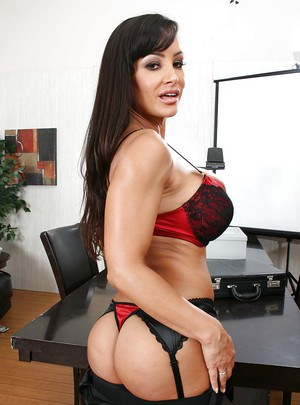Office MILF Lisa Ann with big tits exposes her gorgeous body