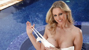 Mature pornstar Julia Ann with big tits is masturbating her hot pussy