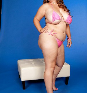 Fat babe in bikini Analee Sands shows off her tits and a huge ass