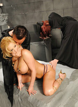 Hot MILF Shyla Stylez is into fetish games and hardcore fucking