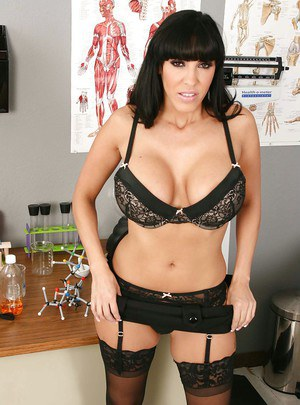 MILF doctor in stockings Veronica Rayne poses to show her tits