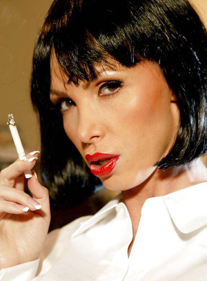 Elegant babe Nikki Benz is smoking and gets undressed to show her body