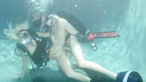 Angelina Ashe is fucking underwater and does wild cocksucking