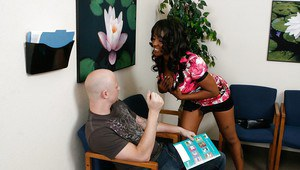 Mature ebony babe Sincerre Lemore is using her ass for proper fucking