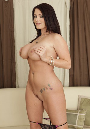 Busty MILF Sophie Dee shows her peachy body and a gorgeous booty