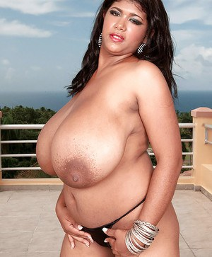 Chubby babe in pantyhose Kristina Milan gets undressed outdoor