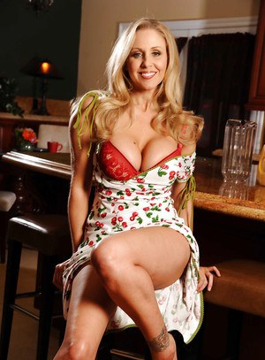 Hot mature lady Julia Ann revealing massive tits and spreading pussy