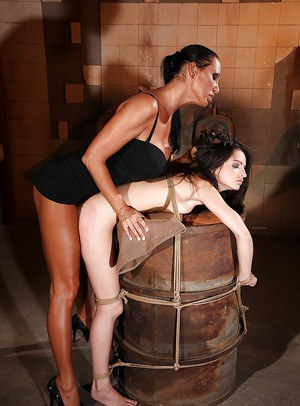 Femdom queen Mandy Bright toying a shaved pussy of her tied up slave