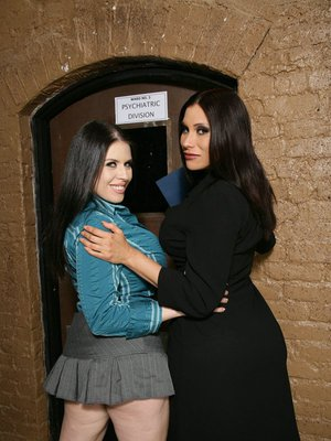 Sheila Marie and Daphne Rosen expose their butts in lingerie