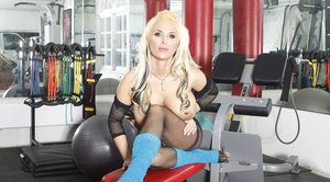 Sports MILF Holly Halston pushes fingers in her stretched twat