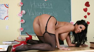MILF teacher with big breast Veronica Rayne strips on her desk