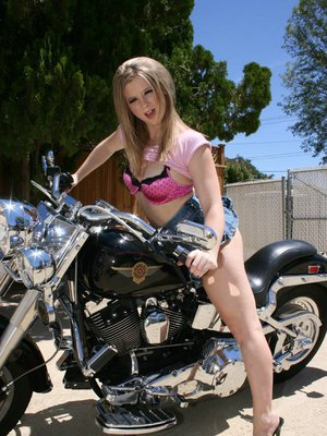 Sexy babe Sunny Lane strips her panties outdoor to show her tight butt
