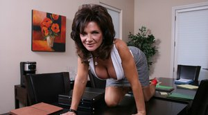 Sexy mom with huge boobs Deauxma exposing her filthy cunt
