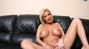 Busty MILF babe Diamond Foxxx shows her tight booty and pussy