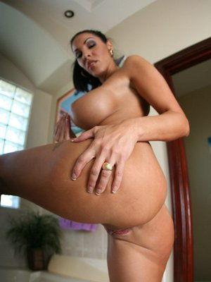 Fabulous MILF Veronica Rayne strips and poses naked in the bathroom
