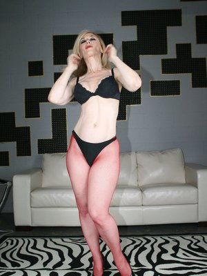 Lusty mature Nina Hartley showing off round butt in pink pantyhose