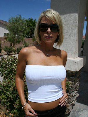 Blond wife Kayla Synz stripping outdoor and showing nice curves