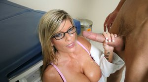 Gorgeous Kristal Summers strips off doctor's uniform for fucking