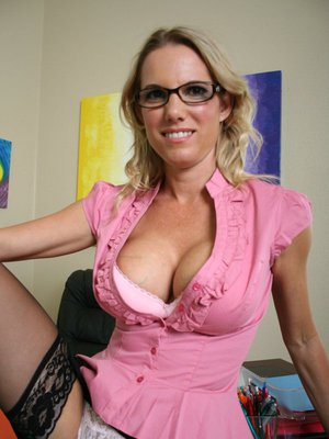Busty MILF babe Niki Wylde gets naked craving for sex in the office