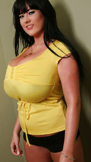 Sexy babe with huge boobs Rachel Aldana poses in a hot outfit
