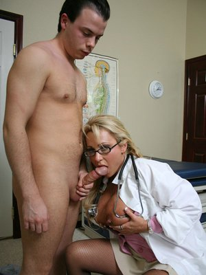 MILF babe in doctor's uniform Milan has her butthole banged