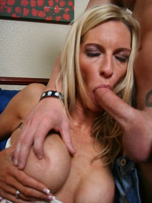 Mature babe with big tits Emma Starr fucking a big dick hardcore