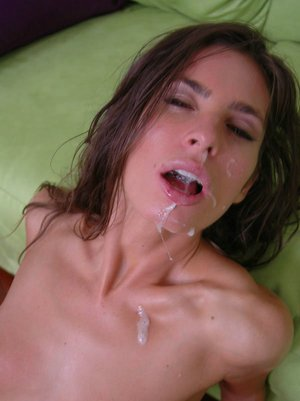 Pretty babe Naomi gets fucked and gets a cumshot on her face