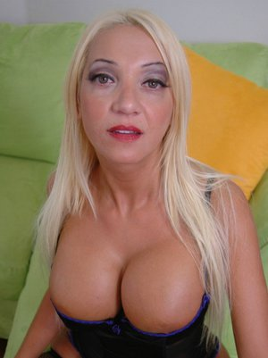 Mature Latin housewife Donna Doll spreads and teases her pussy