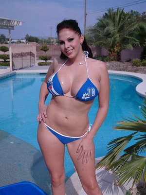 Busty babe Gianna Michaels poses in bikini outdoor by the pool