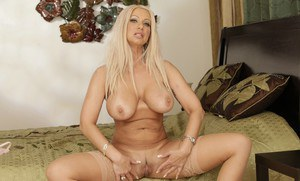 Mature busty Isabella Rossa stripping to stockings and feeling pussy