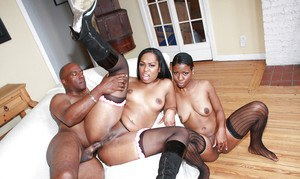 Ebony MILF babes Vanessa and Lux have an orgy with anal sex