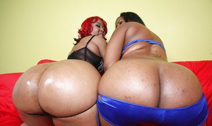 Fatty ebony MILFs Luscious and Janae posing and showing their butts