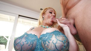 Fatty MILF babe with huge boobs Samantha 38G getting fucked