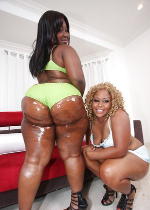 Mature fatty ebony babes MzBooty and Manaje-a-star show booties