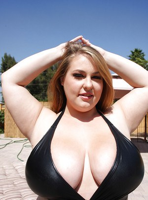 Fatty babe Hillary Hooterz shows off her huge boobs outdoor