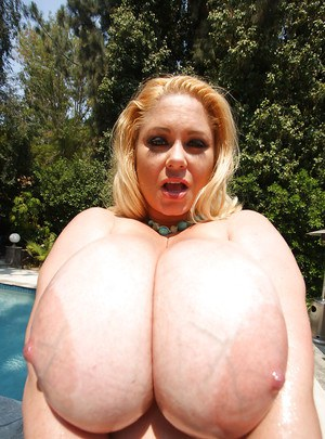 Big and beautiful babe Samantha 38G shows her huge titties outdoor
