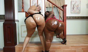 Fatty ebony MILF babes Mz Booty and Joei exposing huge booties