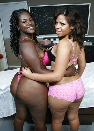 Fatty ebony MILF babes Sierra and Kim posing naked together
