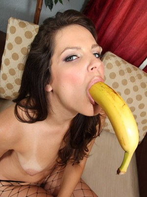 MILF babe in pantyhose Bobbi Starr stretches her throat with a big toy