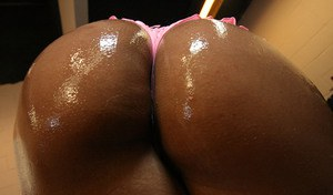 Latina babe with big tits Ice La Fox strips to expose her huge butt