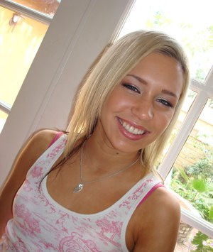 Amateur girlfriend Kacey Jordan gets naked to show her youthful body