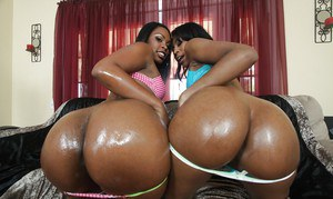 Black babes with big booties Vanessa and Dolce boasting of wet butts