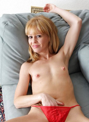 Mature babe with tiny tits Josie spreading her pussy naked