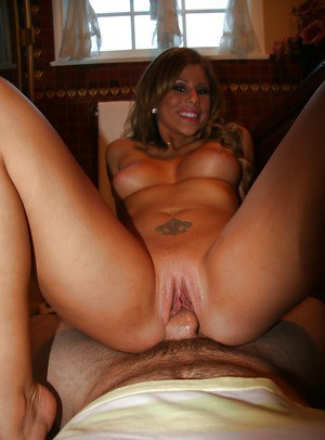 Amateur girlfriend Brooklyn Lee exposes her pussy for hardcore fucking