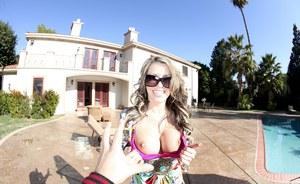 Check out milf outdoor posing gallery of Courtney Cummz in glasses