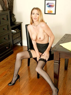 Milf babe in stockings Roxanne H. is masturbating hole on camera